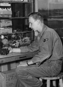 1956-repairing-f86d-fighter-gun-camera